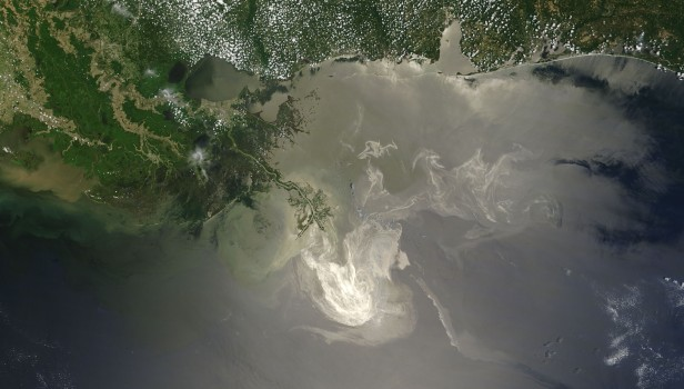Aerial view of Deepwater Horizon oil spill